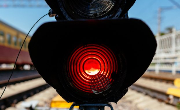 How-to-become-a-railway-signaller-red-stop-light