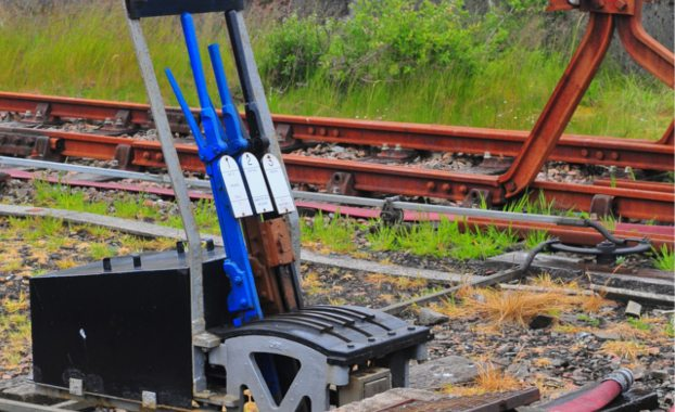 How-to-become-a-railway-signaller-train-levers