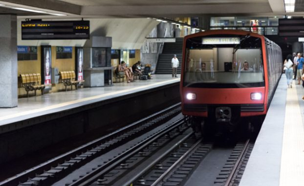 London-underground-train-driver-train-pulling-into-station