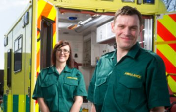 how-to-become-a-paramedic-paramedics-in-green-uniform
