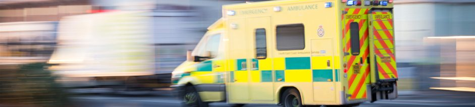 how-to-become-a-paramedic-uk-ambulance