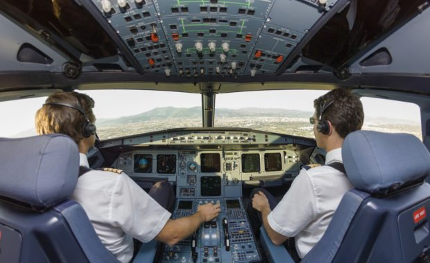 How-to-become-an-airline-pilot-pilot-and-co-pilot-in-cockpit