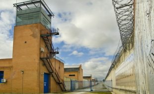 Learn-to-become-a-UK-Prison-Officer