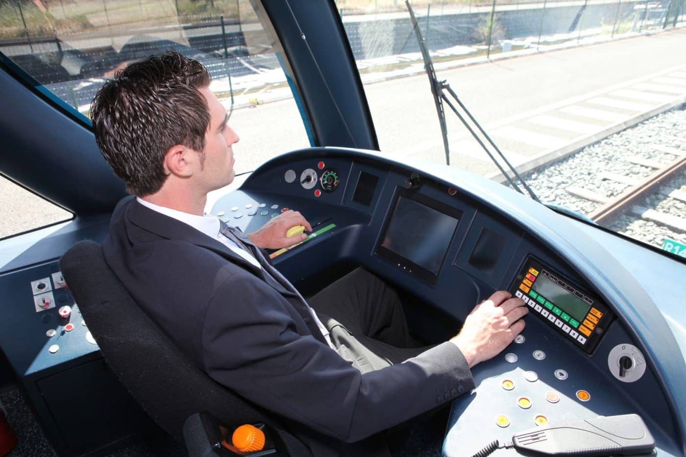 how to become a train conductor uk